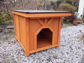 木製犬小屋のメンテナンスなど