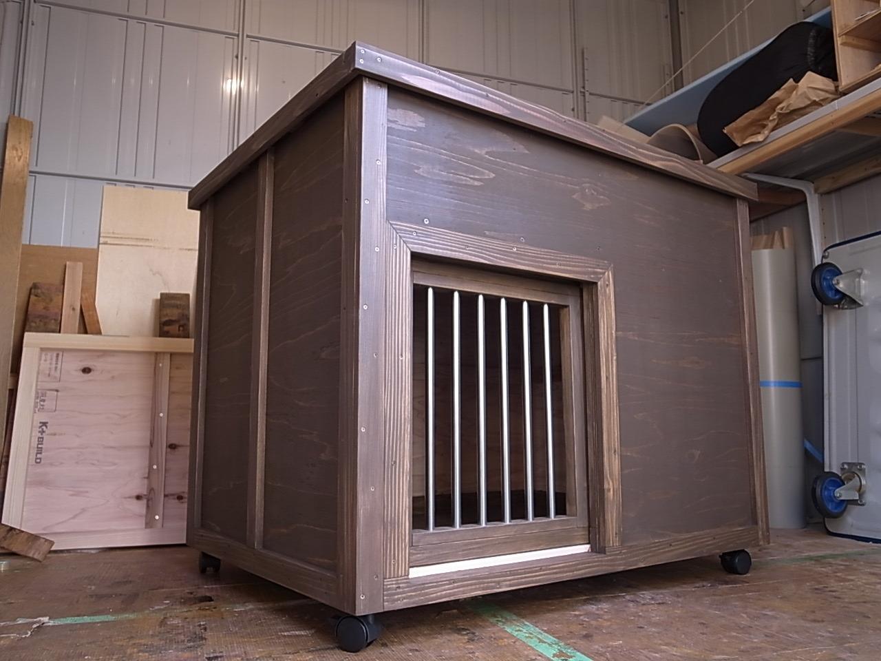 室内中型犬用、引き戸の犬小屋