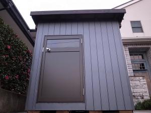 ガルバリウム外壁の犬小屋